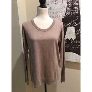 🌻🌼Nice, tan/taupe sweater